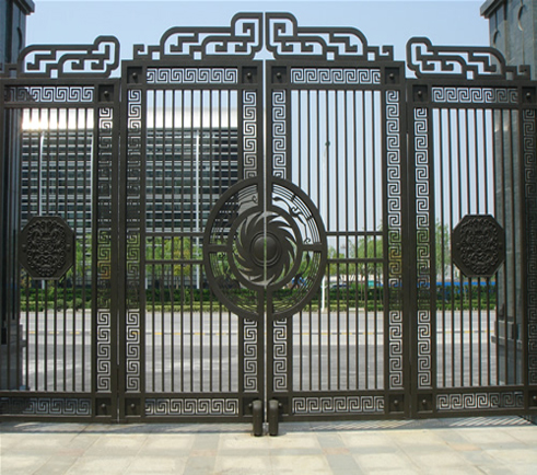 desain pintu gerbang lipat: Pagar besi tempa pagar rumah minimalis pagar besi